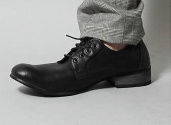 就活面接私服の男のレザー靴