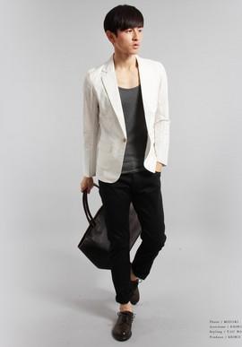 グレーのジャケット黒パンツ 白ジャケット黒パンツメンズ