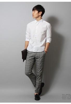 白シャツグレーパンツ