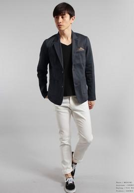 ネイビージャケット白パンツ